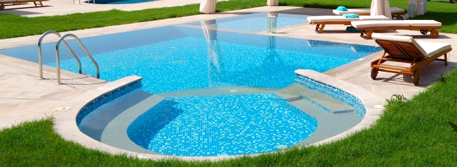 El agua de tu piscina impecable en 3 sencillos pasos